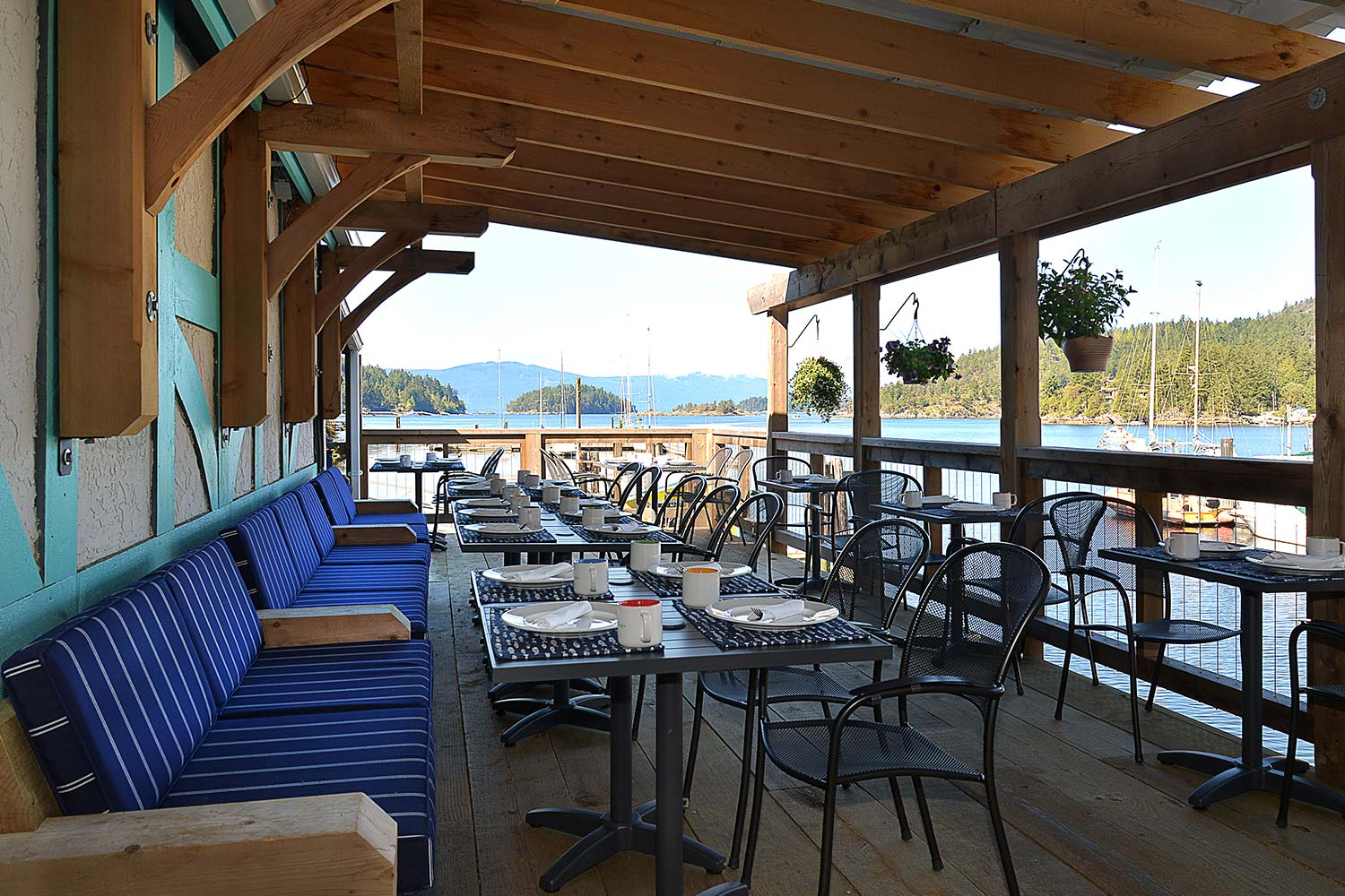 One of the best outdoor patio restaurants in Pender Harbour. Enjoy covered dining on the restaurant patio at John Henry's Cafe.