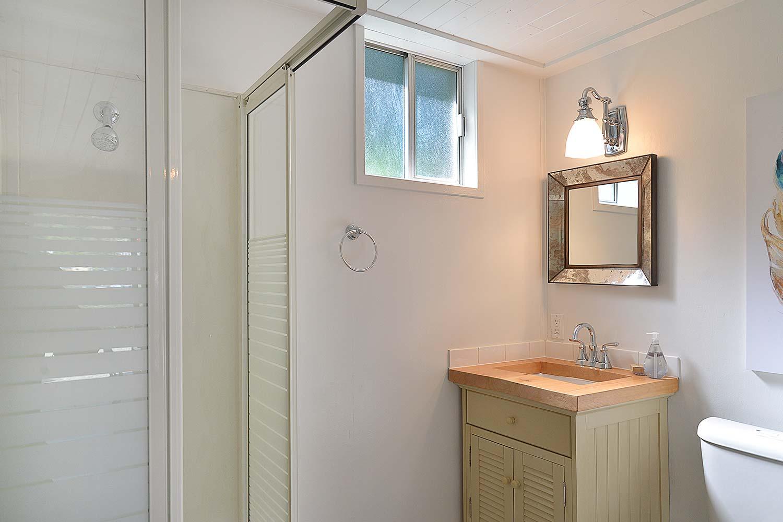 The bathroom at Herring Row cottage. John Henry's has a range of Sunshine Coast Accommodation options available.