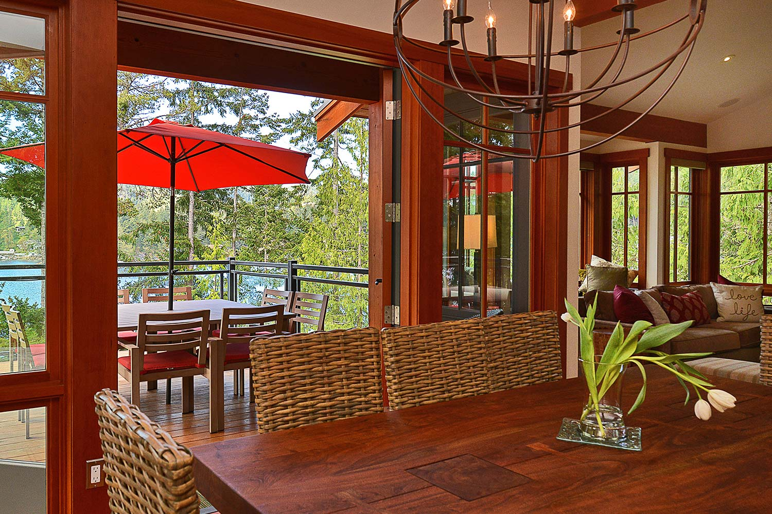 Both the dining room table and outdoor dining table of this oceanfront luxury vacation home can seat up to 8 people.